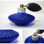 Флакон парфюмерный с пульверизатором-помпой («грушей»). Синее стекло. Производство СССР, 1970-е годы.