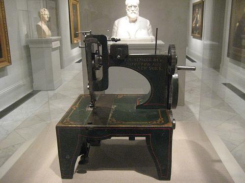 «Первая швейная машинка Singer»