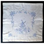 Накидка на подушку, бязь, искусственный шелк, вышивка штриховая гладь ручная, 1950-70 гг.