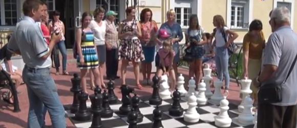 Открылась выставка, посвященная Международному дню шахмат