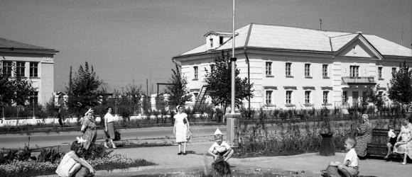 площадь перед кинотеатром, 1958, фото Федоровского С.Е. из собрания музея