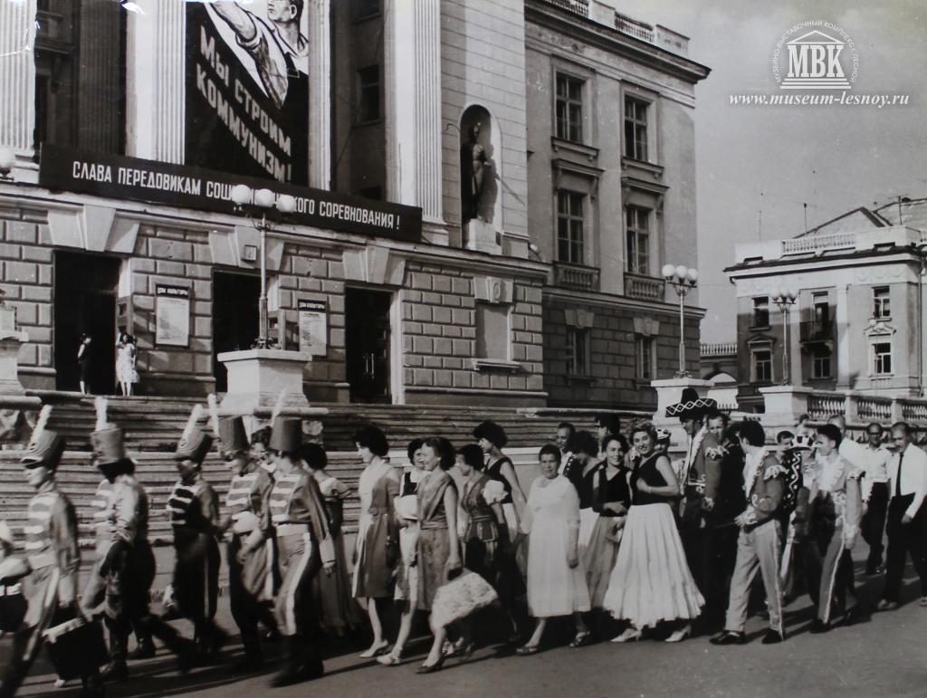 1965 год праздник Мы строим коммунизм, парад участников художественной самодеятельности