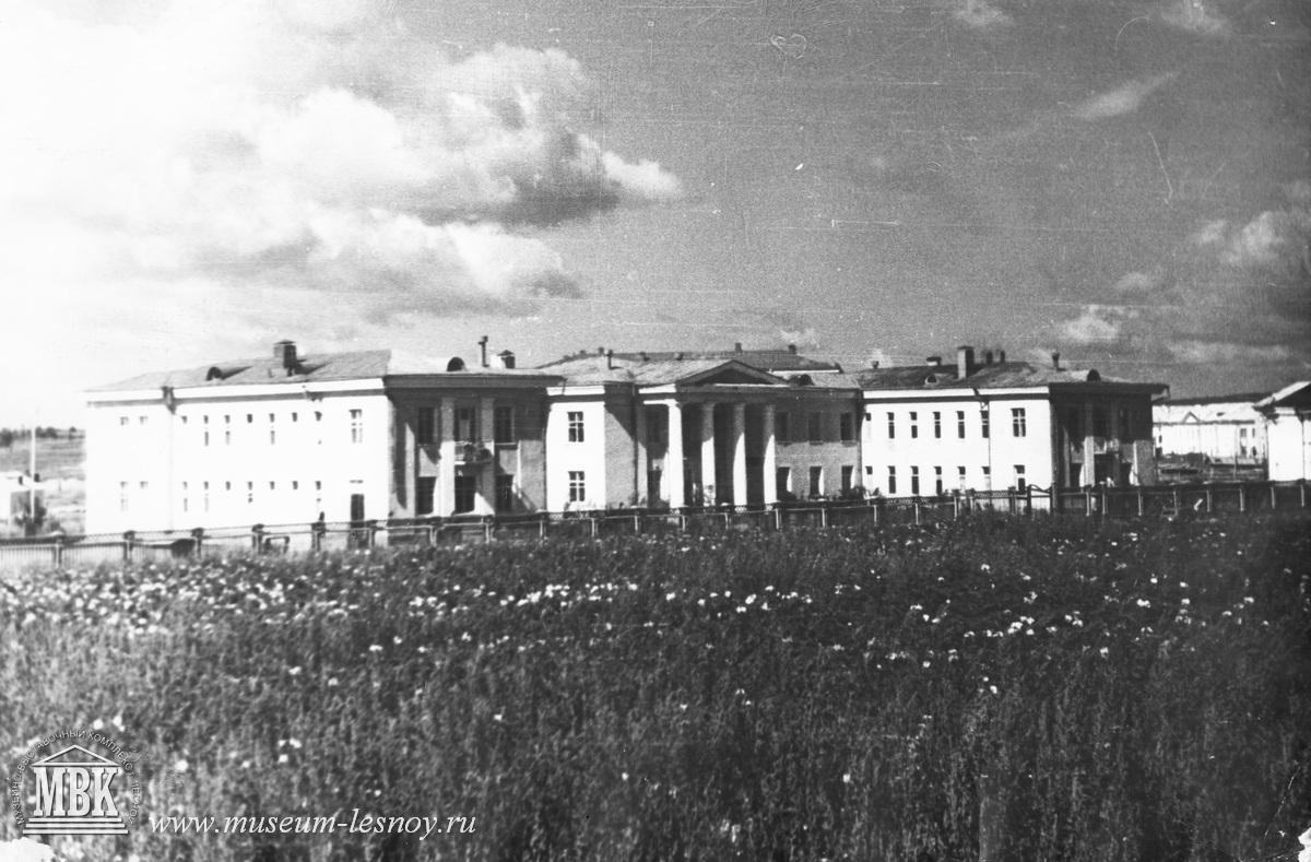 городская больница и поле на месте будущей школы 71, 1952 год, фото из архива музея