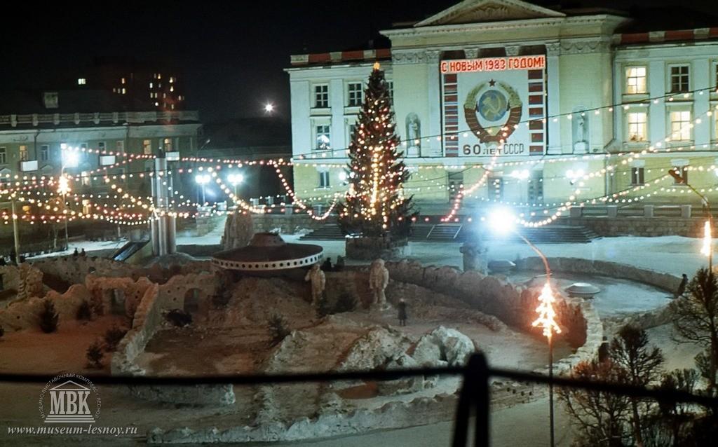 Елка перед Домом культуры, 1983 г.