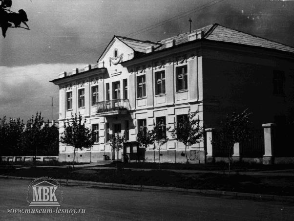 Ленина, 46. Здесь располагалась городская библиотека, позже – детская.