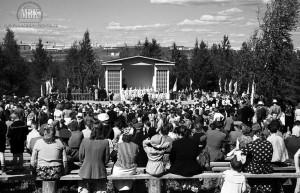 Праздник песни в Лесопарке, открытая танцплощадка, 1959 год, фото С. Е. Федоровского.