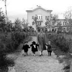 Боковая аллея в сквере, 1955 г., фото С.Е.Федоровского