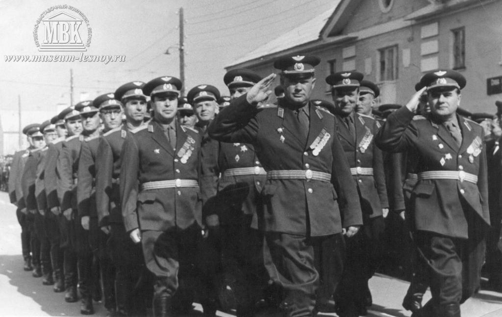 военнослужащие вч 32136 - ветераны ВОВ, 1960-е гг. фото из архива жителей посёлка
