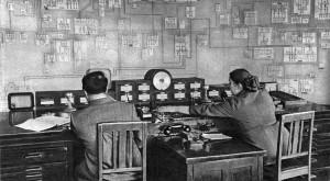 Фото диспетчерской Уралэнерго из журнала Огонёк (июль 1958). НТГРЭС — самый широкий щиток в левом верхнем углу.